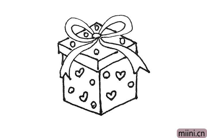 第七步:盒子上,还能画上一些自己喜欢的图案。