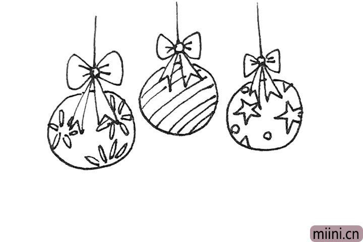 第六步:彩球上,可以发挥自己的想象力在上面画上各种图案。