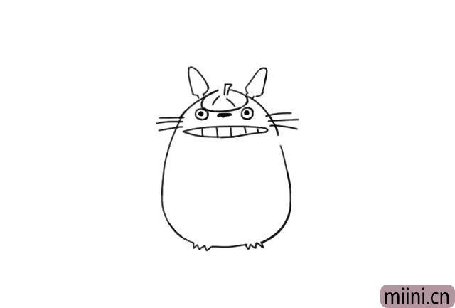 4.然后再画出龙猫张开的嘴巴和一排排的牙齿。