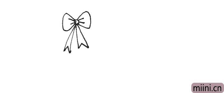 第三步:接着中间用小折线连接起来,并在蝴蝶结上画上褶皱。