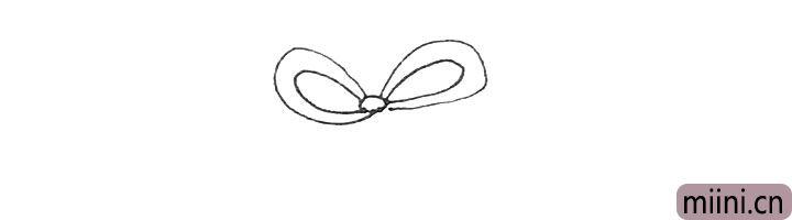 第一步:先先画上一个圆形,两边画上两条弧线作为蝴蝶结。