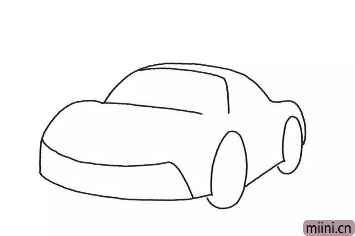 3.然后画整体车身轮廓线条。