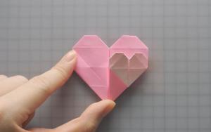 教大家如何折纸双心,大心包含小心