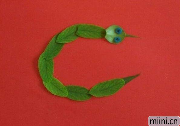 树叶小蛇01.JPG
