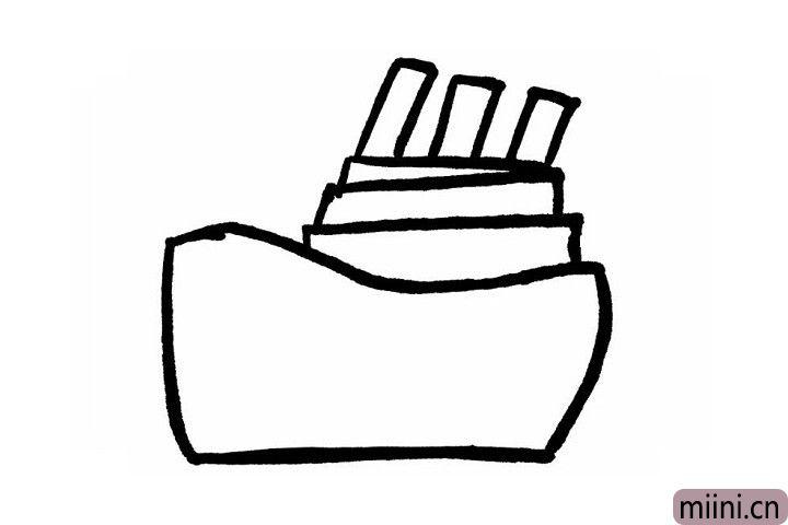 3.画到这里聪明的小朋友们是不是知道下一步要画轮船顶部的高高的烟囱了呢?并排画三个长短不一样的长方形就OK啦~轮船有了高高的烟囱我们就能在一望无际的大海洋上一眼就发现它哦~
