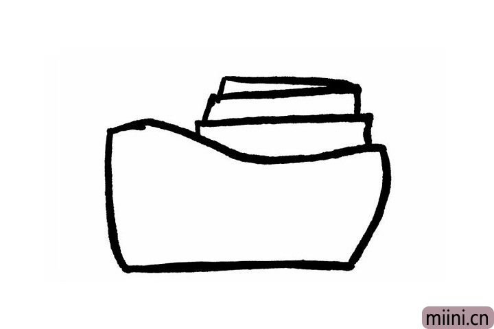 2.这一步很简单,一定难不倒厉害的小盆友们!我们在第一层轮船的上边再画出轮船的第二层和第三层,注意最上边的一层是一个尖尖的三角形哦!这样画的轮船才会酷酷的哦~