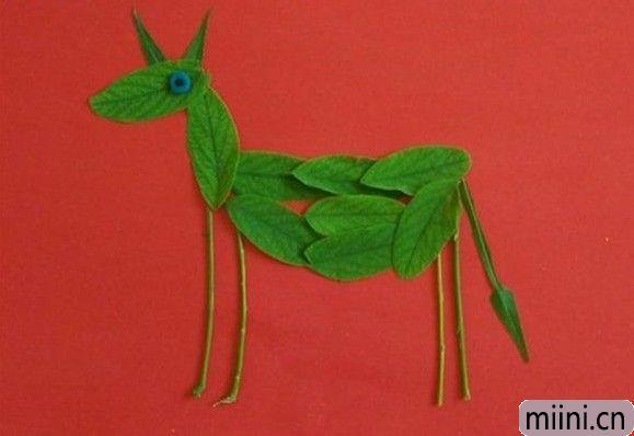 可爱的小毛驴树叶贴画步骤教程
