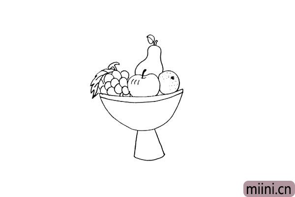 第七步.再画出一串葡萄以及锯齿状的葡萄叶。