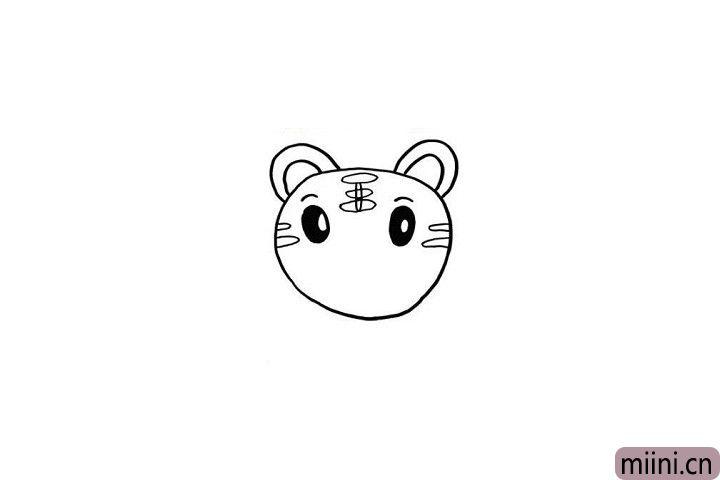 """4.巧虎这个小男孩头顶上的""""王""""字是不是十分醒目呢?小朋友不要忘记画出来哦!眼睛旁边还可以画出一点小装饰哦!"""