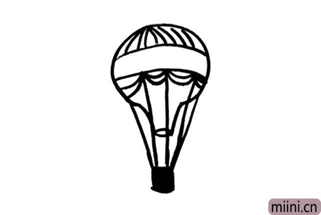 6.注重颜值的小可爱们也可以在热气球的身上画一些优美的线条哦!