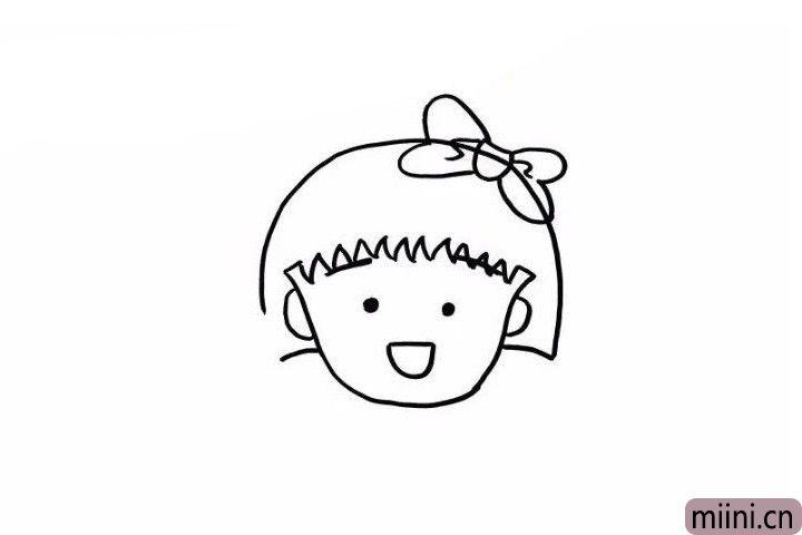 3.接下来我们画出她的眼睛和眉毛,眉毛藏在了刘海下面哦,眼睛简单的两个小圆点就可以。再画上她的张开的小嘴巴,她是微笑着的非常可爱。小丸子也是一个爱美的小女孩,所以蝴蝶结肯定是少不了的!