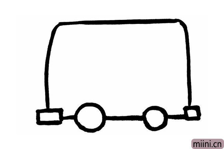 2.这一步,我们来玩一个串一串的游戏吧!首先我们在正方形缺口的位置,先画一个长方形的车灯,两个一大一小的圆形车轮,两个圆形车轮后边是小小的正方形后车灯。下面就是见证奇迹的时刻喽~用一条直线把这些形状串起来,公交车的轮廓就画好啦!