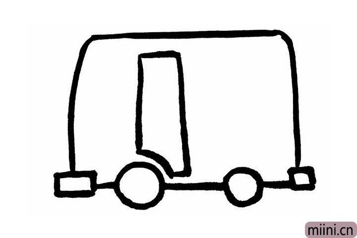 3.前车轮上方缺一块儿的长方形,就是公交的车门部分哦~