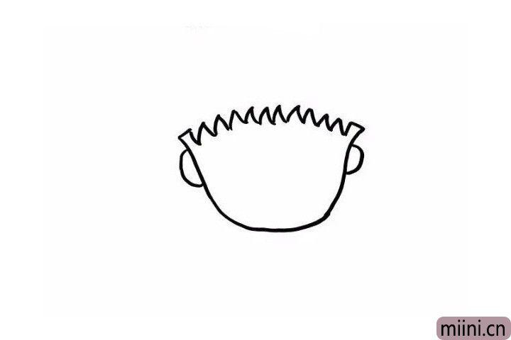 1.首先我们先画出一个`U`字是小丸子的脸颊,在脸颊的两侧画出她的耳朵,注意画得对称一些,小丸子的刘海画成锯齿状就可以了!