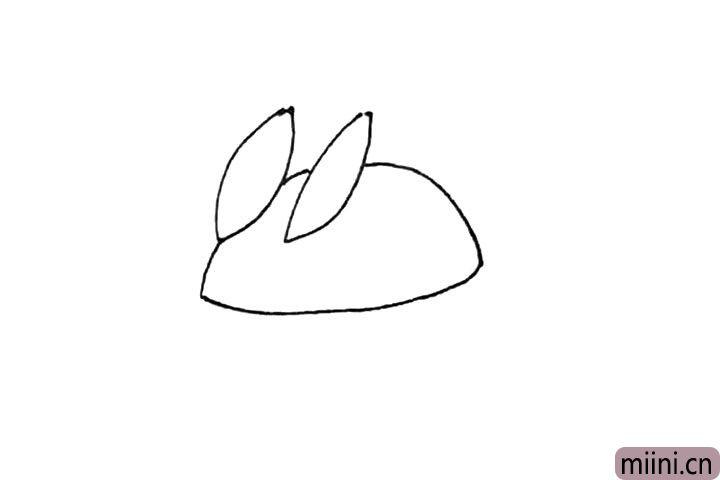 第二步:然后画上一个半圆形,下面用一条弧线连接起来作为身体。