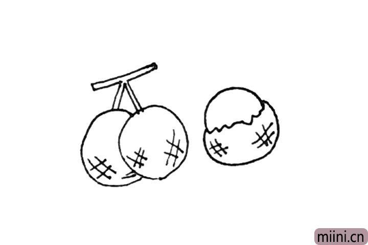 """第五步:下面再画上一个半圆以及""""#""""纹样。"""