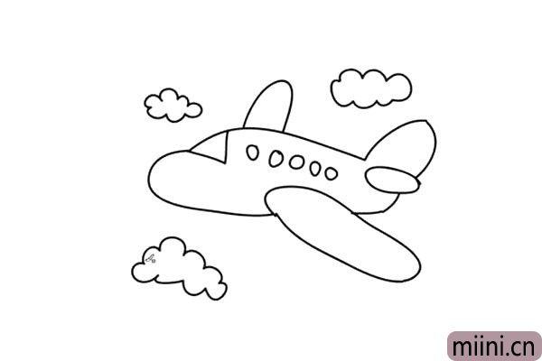 4.小盆友们画出自己喜欢形状的白云作为点缀。