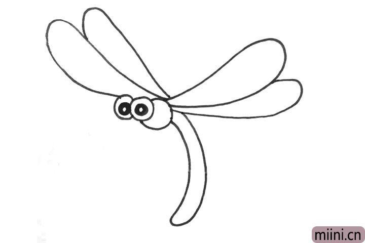 4.左边的翅膀上面加一个翅膀,右边的翅膀下面加一个翅膀。