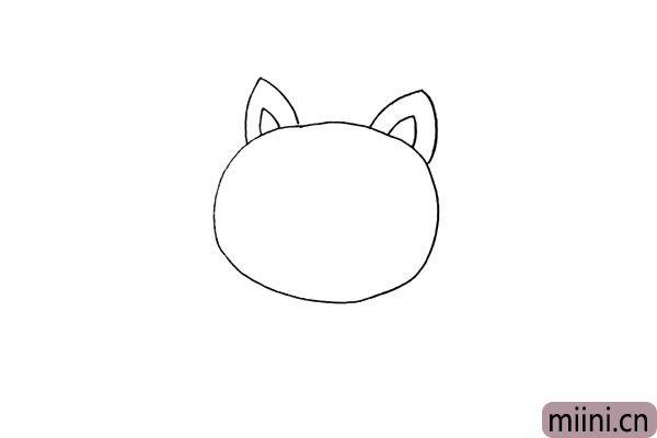 第二步:在头部的上方画出两只尖尖的耳朵。