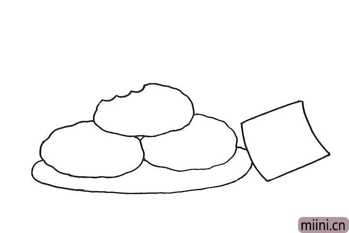 4.旁边画一张卡片,将盘子的轮廓补齐。