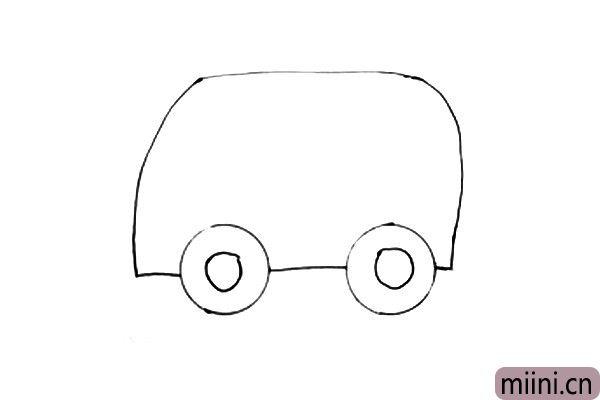 2.外圆画好后,再把内圆画出来,两个轮胎画好再画救护车的外壳,