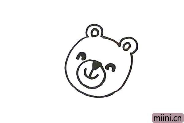2.接着画小熊的五官表情。