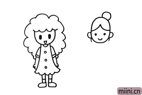 """3.第二个妈妈的发型是""""丸子头"""",非常可爱。"""