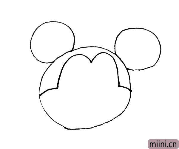 """第三步:在大圆里面,先左右画上一条短弧线,再向上画上一个大""""m""""。"""