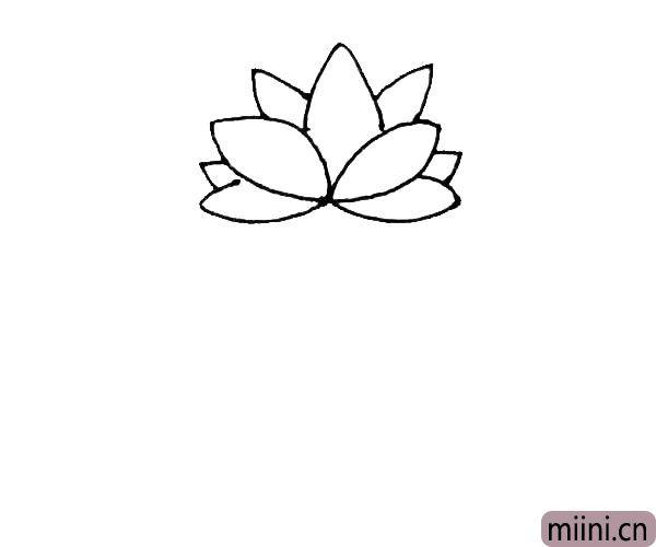 第三步:下面也是同样的画法,先画出两片花瓣,然后在中间补上一片小一点的花瓣。