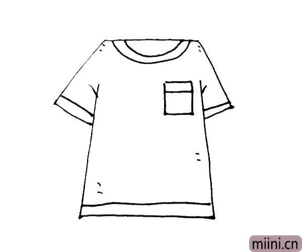 第五步:下摆的地方加上一条横线作为装饰,并在身上画上一些装饰点线。