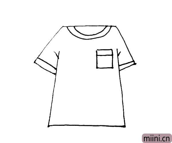 第四步:在领口下面,画上一个方形的口袋,在两边的袖口加上一条横线,作为装饰。