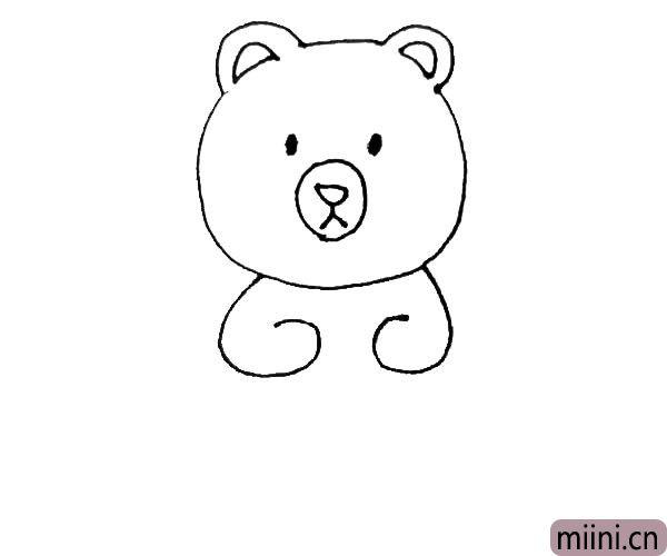 """第四步:头画好以后,在两边对称画上一个""""6""""一样的形状为小熊的手,但注意不要连起来。"""