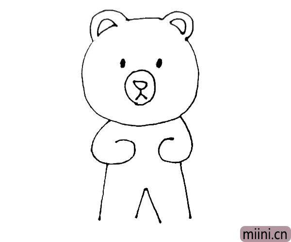 第五步:从小熊手下边竖下来两条线,中间画上一个小三角形,这是小熊的腿。