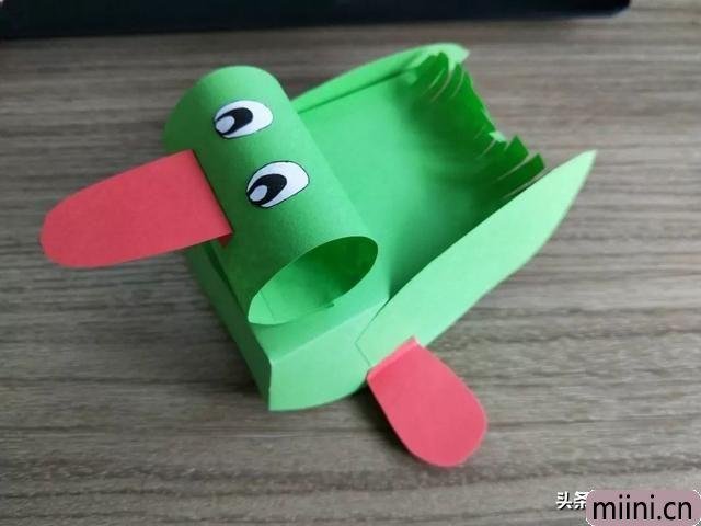 剪纸制作漂浮的鸭子船的制作步骤教程