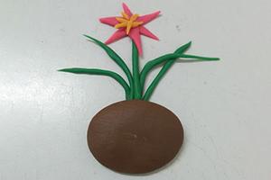 韭兰花的粘土制作步骤教程