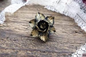 黑金胸花饰品的粘土制作步骤教程
