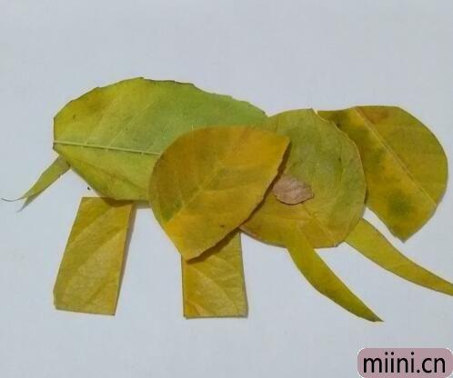 用树叶制作大象的树叶贴画步骤教程