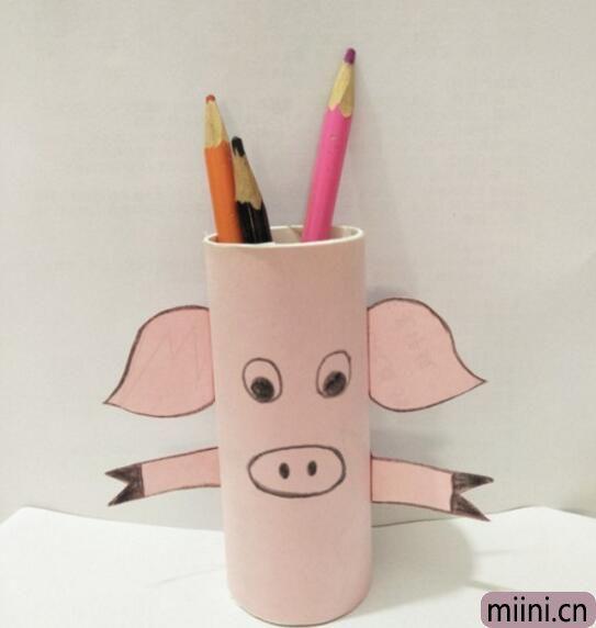小猪笔筒01.jpg