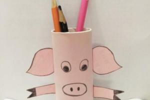 用废纸筒做一个小猪笔筒的步骤教程