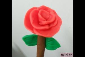 用粘土制作一朵美丽的玫瑰花的步骤教程