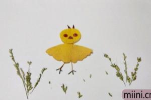 用银杏叶制作一只小鸡的树叶贴画步骤教程