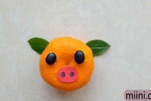 用橘子皮和树叶制作一头可爱的小猪步骤教程