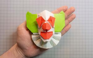 用彩纸折一个小丑面具的步骤教程