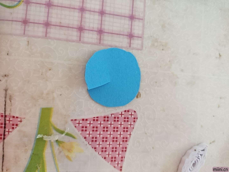 卷一朵蓝色衍纸莲花 第5步