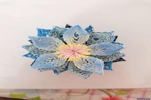卷一朵蓝色衍纸莲花步骤图解教程